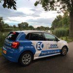 eigen-chauffeur-bob-chauffeur-auto-wit-blauw